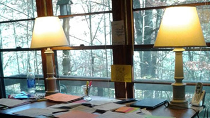 writing-desk-with-lamps